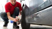 Sotkeeko tahmainen piki autoasi? SONAX-tuotteilla irrotat lian hellävaraisesti mutta tehokkaasti
