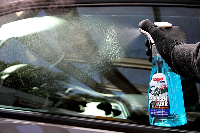 Tuulilasin puhdistus onnistuu tehokkaalla SONAX XTREME Ikkunapesulla.