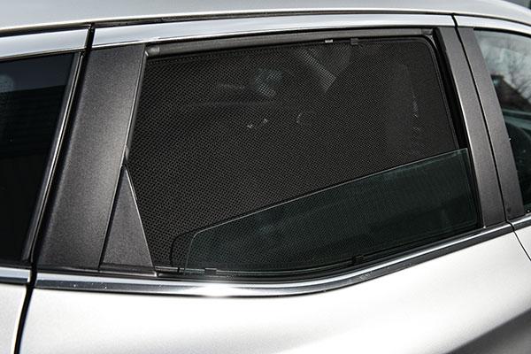 CarShades suojaa tehokkaasti auringonsäteiltä